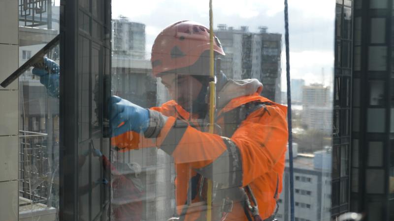 Como é realizada a limpeza de fachada?