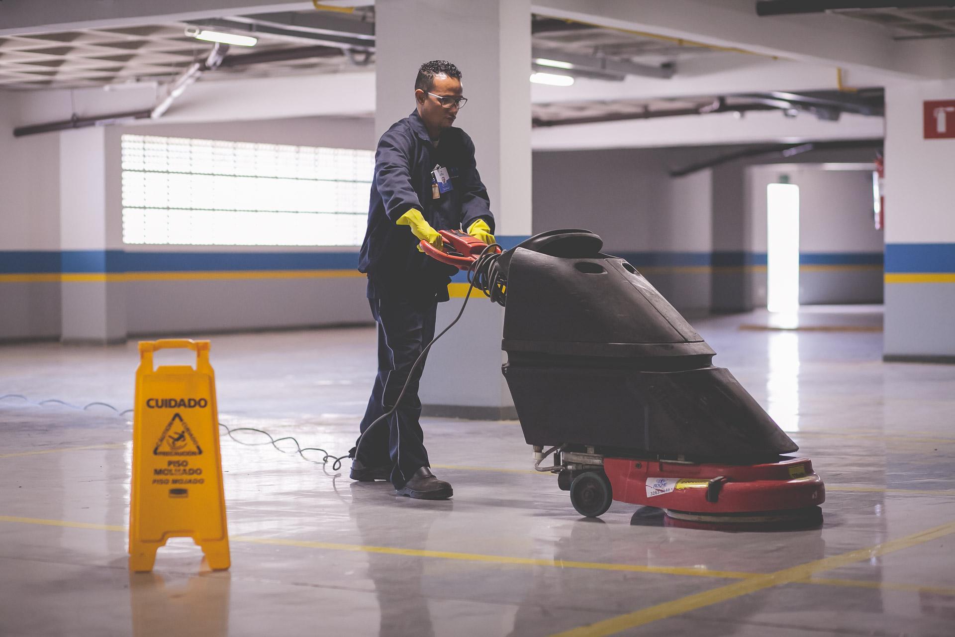 Uso de EPIs ara serviços de limpeza