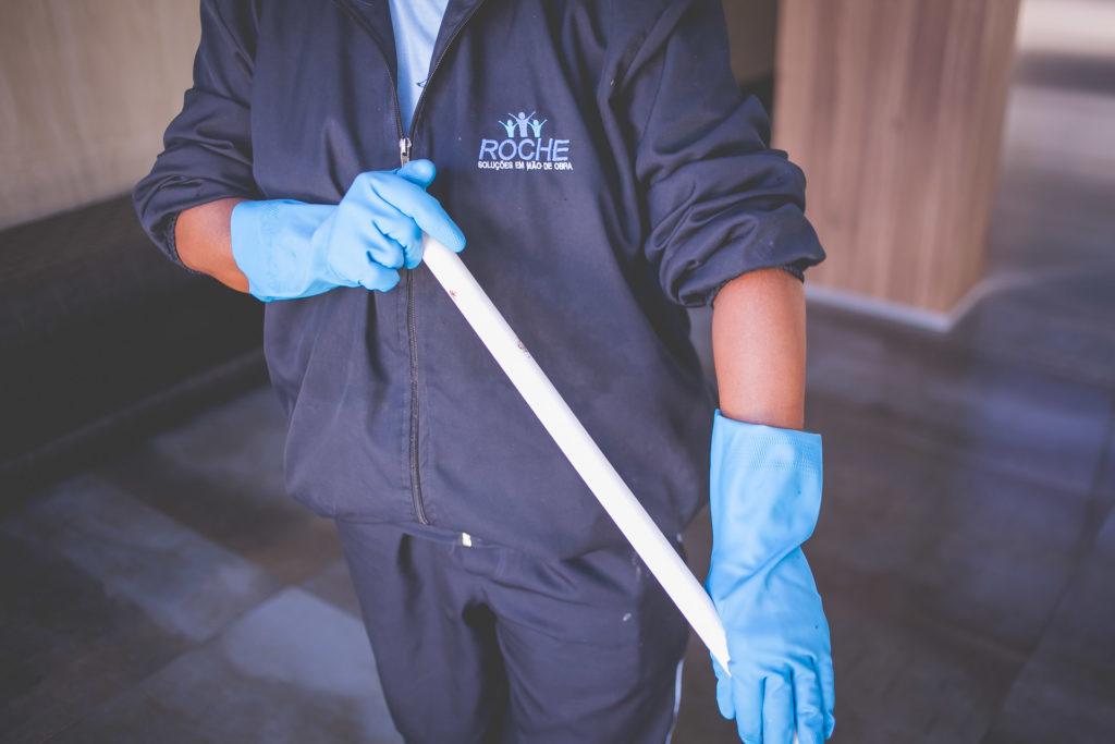 Qual a importância dos EPIs para a limpeza dos condomínios?