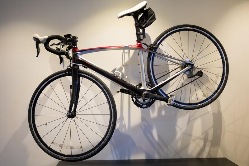 Bicicletário de parede economiza espaço