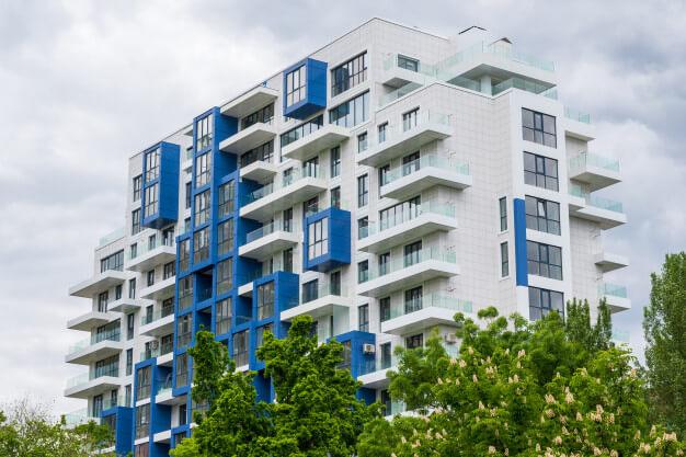 Jardim de condomínio: dicas de plantas e manutenção